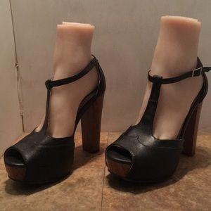 Dollhouse block heel platform shies sz 7